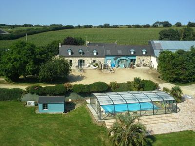 Maison vacances avec piscine plomodiern location 8 for Centre de vacances avec piscine couverte